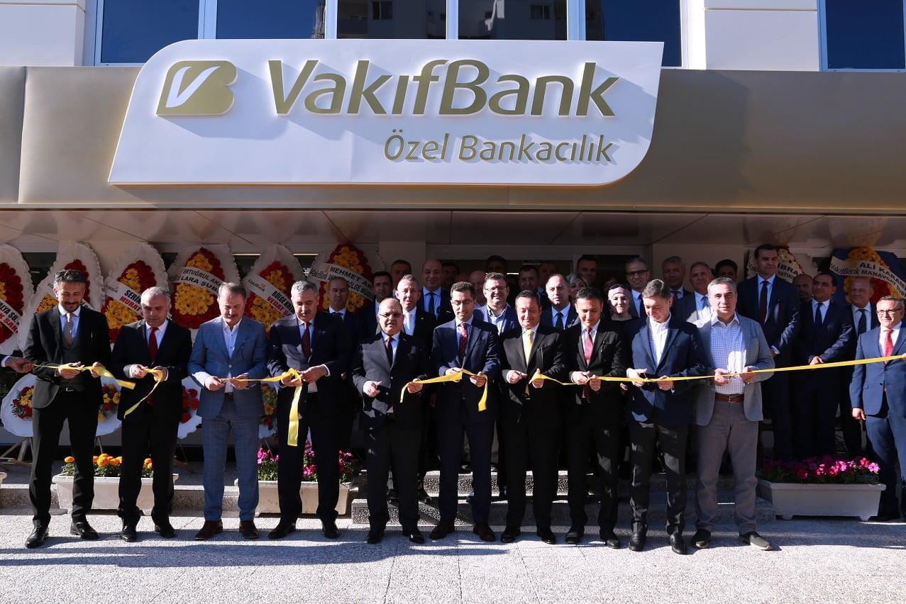VakıfBank, 8'inci özel bankacılık şubesini Antalya'da açtı.
