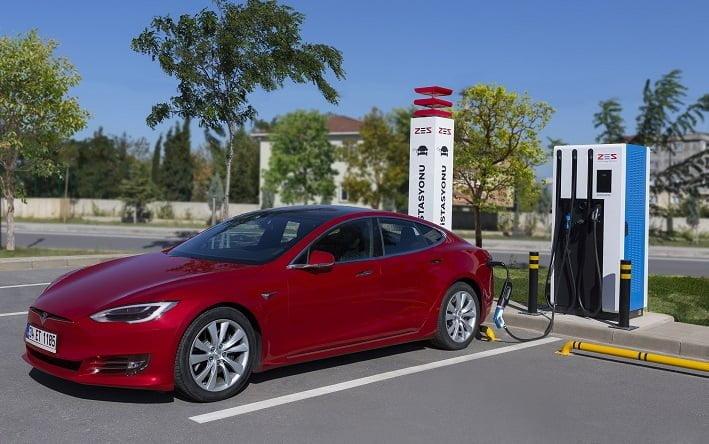 ZES yeni elektrikli şarj istasyonlarıyla Ege ve Akdeniz kıyılarına iniyor.