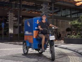 MNG Kargo elektrikli bisikletlerle dağıtım yaparak doğayı koruyor.