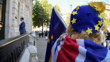 Brexit hazırlıkları İngiliz Sterlini'ni vurdu.