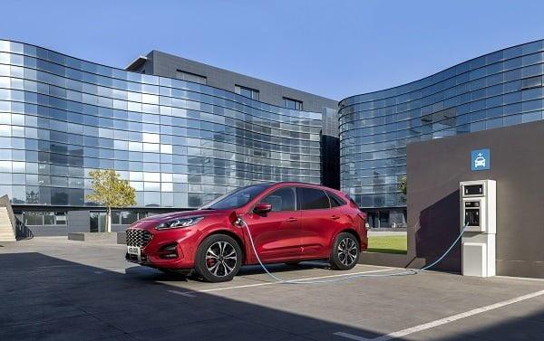 Ford, en yeni elektrikli ve hibrit araç modellerini Frankfurt'ta tanıttı.