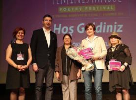 Dünyanın dört bir yanından şairler kadınlar için İstanbul'da buluştu