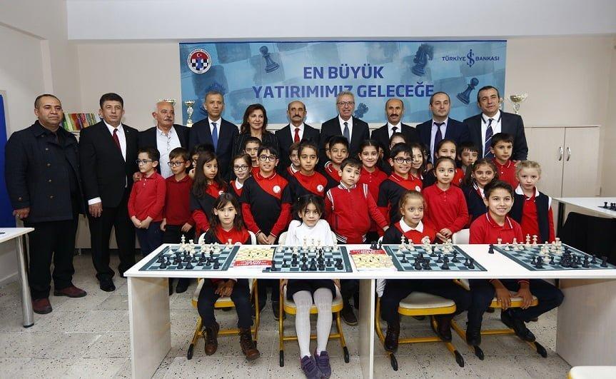 İş Bankası 25 bininci satranç sınıfını açtı.