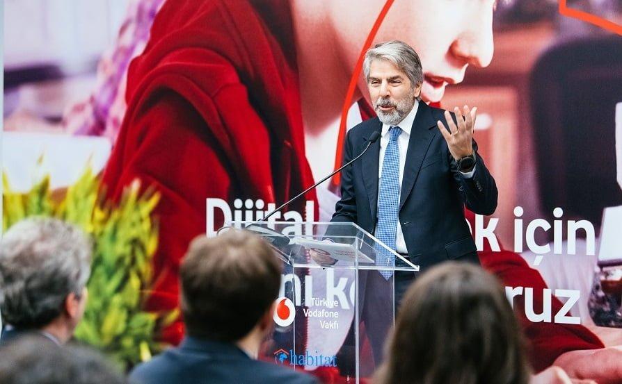 Türkiye Vodafone Vakfı Gençlere Yapay Zeka Eğitimi Verecek.