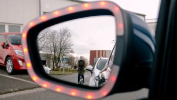 Ford'dan bisiklet, scooter ve motorların üzerine kapı açılmasını engelleyen akıllı teknoloji.
