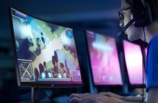 Acer'dan etkileyici izleme deneyimi sunan kavisli monitörler.