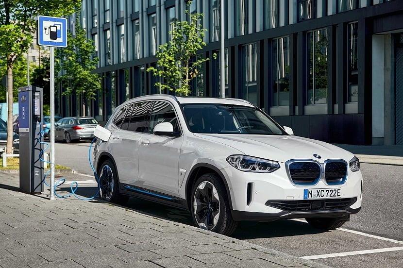 Yeni Tamamen Elektrikli BMW iX3 Yollara Çıkmaya Hazır.