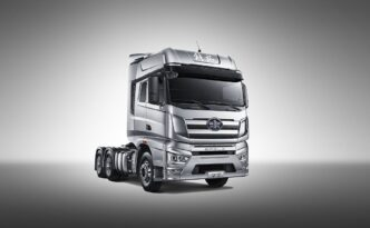 Çin sürücüsüz kamyonu J7'yi tanıttı!